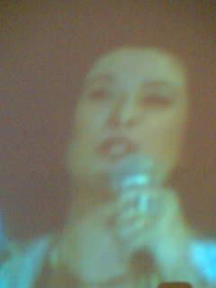 夜中  エリスレジーナのDVDを見る