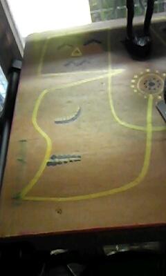 机に描いた絵(2)